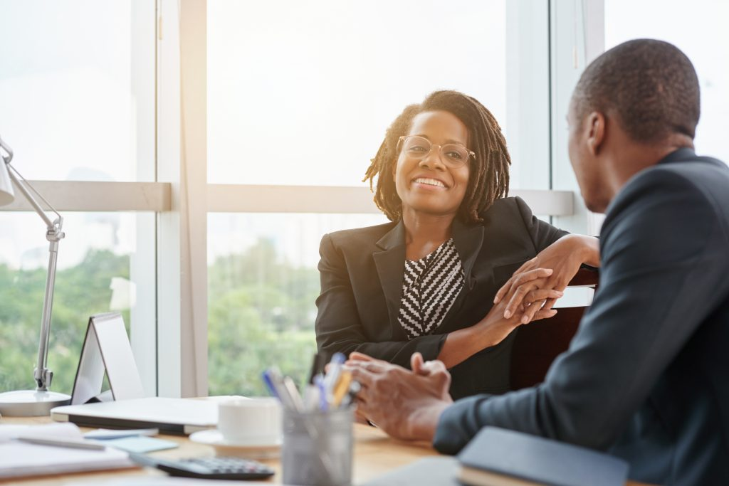 HR in discussion with an employee to show that exit management (or offboarding) can be professionally done